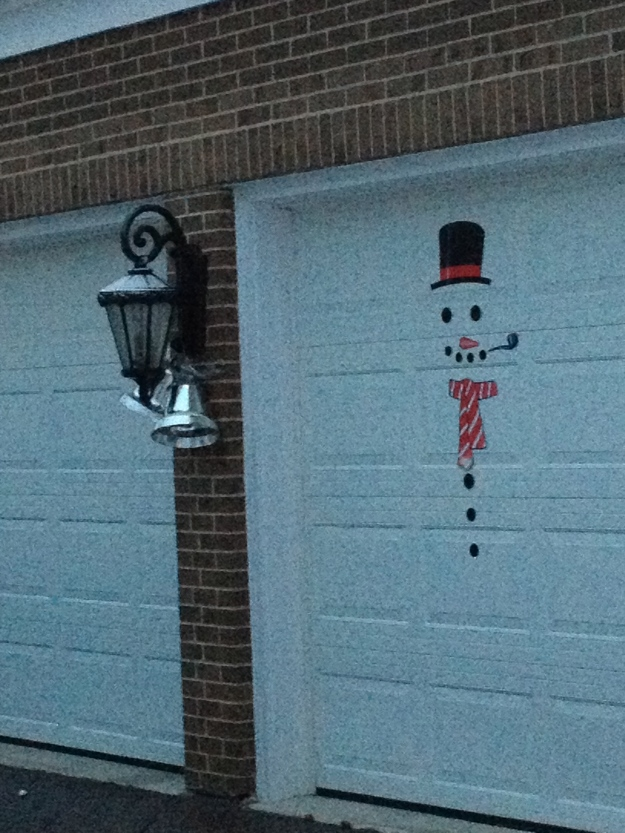 Who knew there was garage xmas decorations?